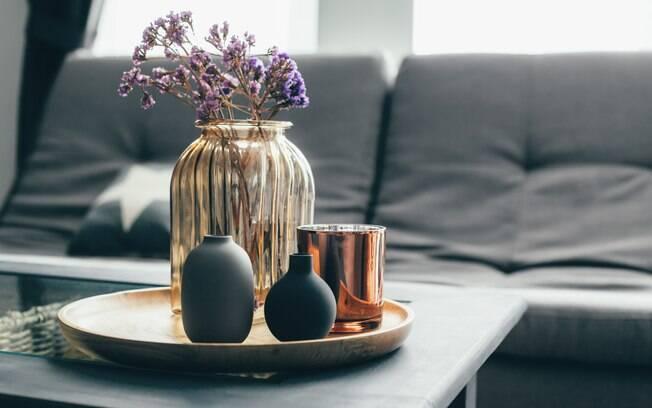 Decorar a casa com flores para mesa pode ser uma ótima opção de inovação
