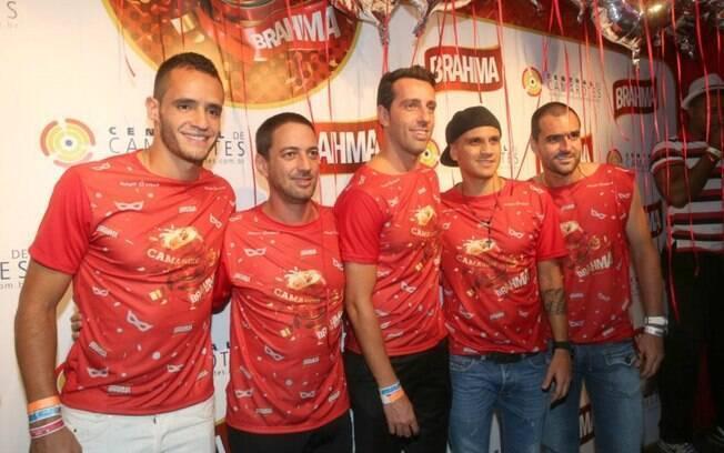 Renato Augusto, Duílio Monteiro Alves e Edu  Gaspar (diretor e gerente de futebol do  Corinthians), Fábio Santos e Danilo em camarote no  Anhembi