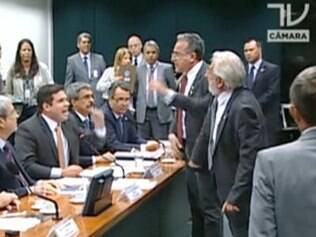 Briga marca início da CPI da Petrobras