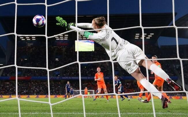 Van Veenendaal foi destaque da Holanda na final da Copa do Mundo feminina