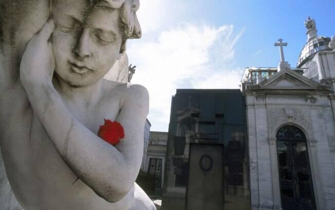 Adornos do cemitério da Recoleta, um dos pontos turísticos da região