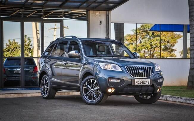 A Lifan preferiu apostar no segmento dos SUVs com o X60 e deu certo, é o chinês que mais vende no Brasil.