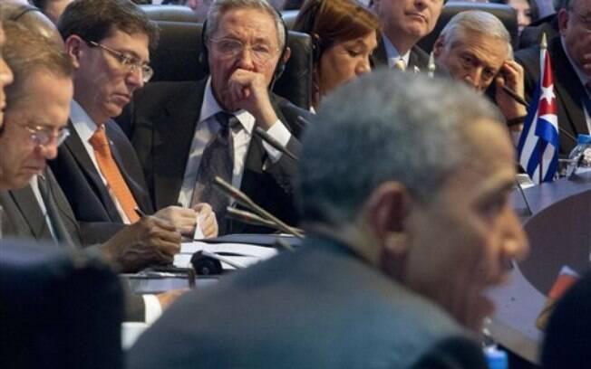 A Cúpula das Américas deste ano marcou a reaproximação entre EUA, de Barack Obama, e Cuba, de Raúl Castro