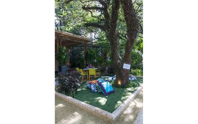Os arquitetos Claudia Alionis e Eduardo Bessa, do escritório Cactus Arquitetura e Urbanismo, assinam a Varanda e o Banheiro da Casa Cor 2015. O espaço é uma agradável mistura de materiais rústicos, modernos e aconchegantes