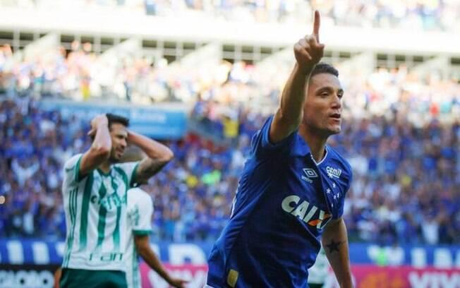 Thiago Neves foi o autor do primeiro gol do Cruzeiro sobre o Palmeiras no Mineirão