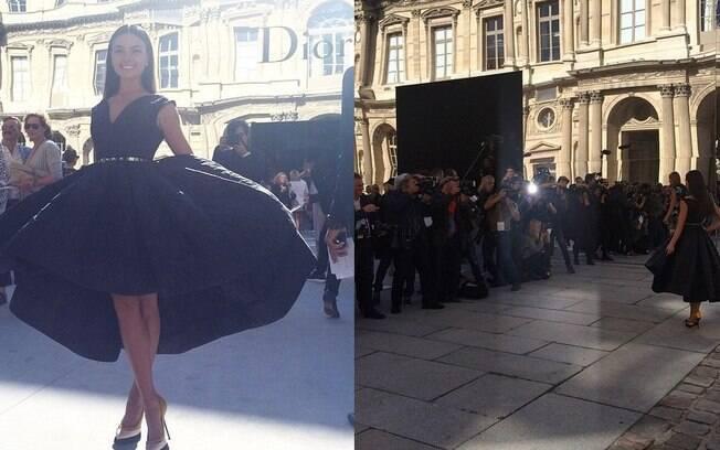 Isis Valverde com seu vestido maravilhoso e sendo fotografada na entrada do desfile da Dior
