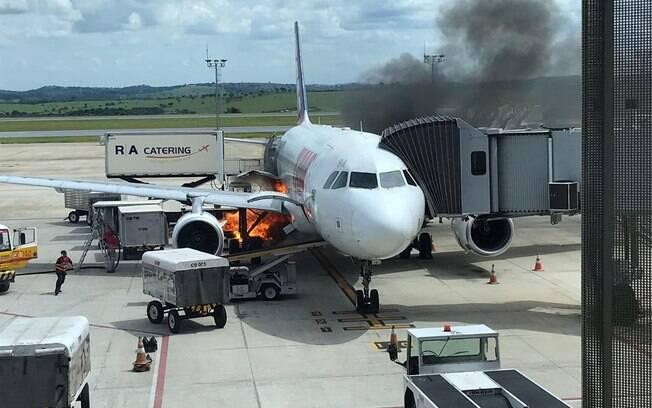 Passageiros da Latam foram retirados da aeronave por precaução