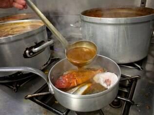 O melhor da Provença é o bouillabaisse, cozido que combina peixes frescos com uma sopa vermelha vibrante e nutritiva
