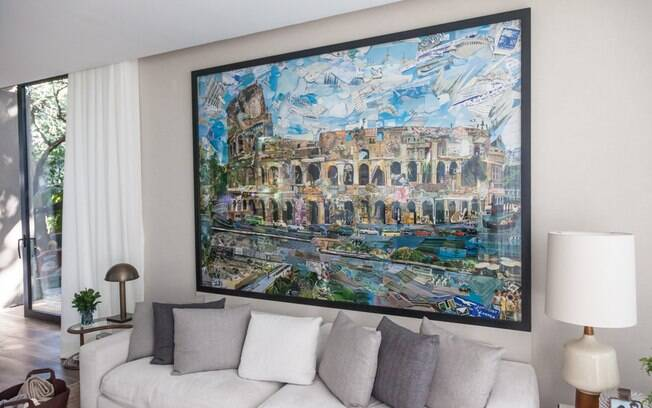 Com 85 m², o ambiente se destaca pela base neutra mesclada com o colorido das obras do artista Vik Muniz. Uma delas custa US$ 55 mil