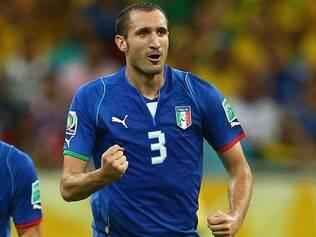 Além de marcar os gols da Itália, Chiellini foi responsável pelo tento do Azerbaijão, ao fazer contra