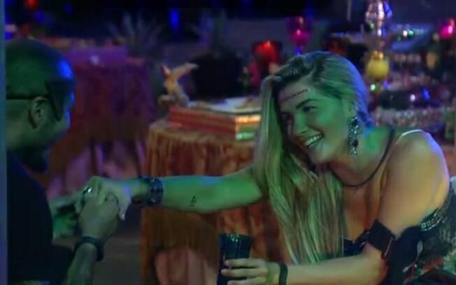Fernando cumpre promessa e pede mão de Aline em casamento no BBB 15