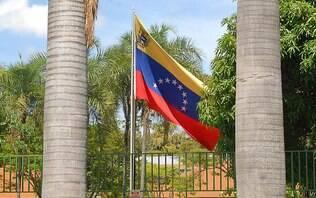 Apoiadores de Guaidó invadem embaixada da Venezuela em Brasília
