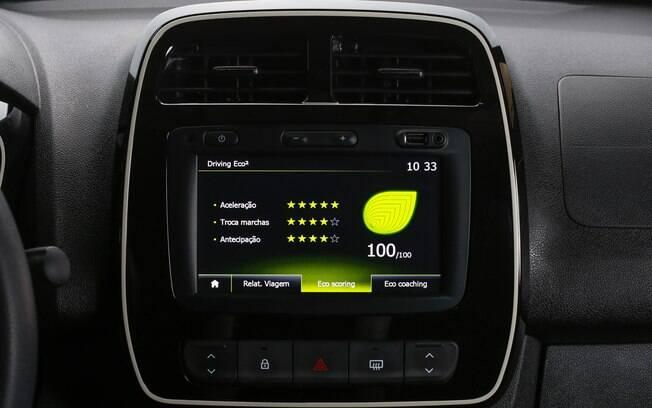 O Media Nav da Renault conta com dicas para economizar combustível, rankeando o desempenho do condutor