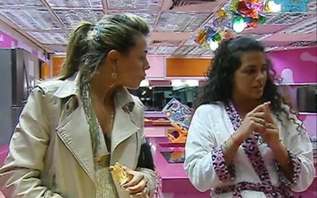 Noemí quer saber a preferência de Kelly e Fabiana para o Paredão de hoje