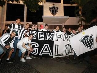 Torcedores do Atlético foram até a sede de Lourdes após a vitória contra o Newell's Old Boys