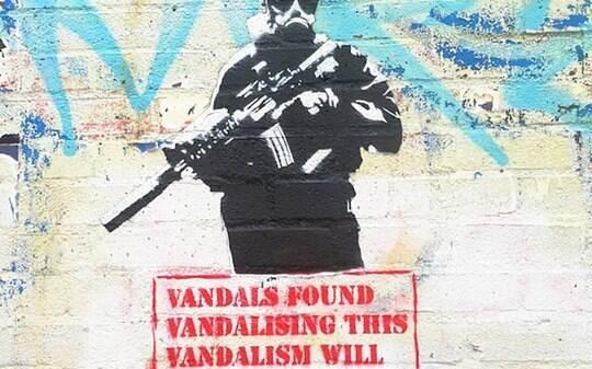 Nova pintura de Banksy critica vandalismos e tratamento dado à arte de rua - Cultura - iG