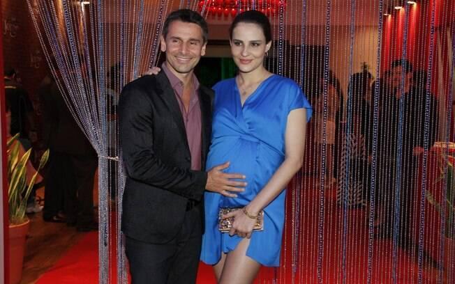 Murilo Rosa e a mulher, Fernanda Tavares, grávida de oito meses