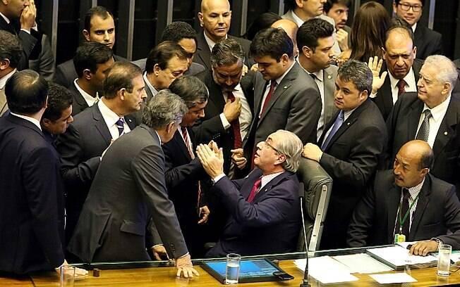 Deputados batem boca na tentativa de interferir na escolha dos nomes que farão parte da comissão que decidirá sobre o impeachment de DIlma