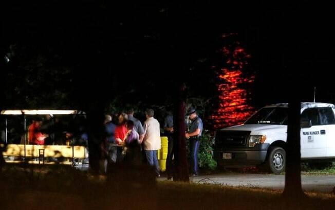 Agentes de socorro buscam seis pessoas desaparecidas após naufrágio de barco anfíbio no Lago Table Rock, nos EUA
