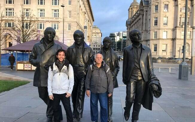 Entre os passeios marcantes durante o mochilão, pai e filho conheceram um pouco de onde os Beatles  viveram