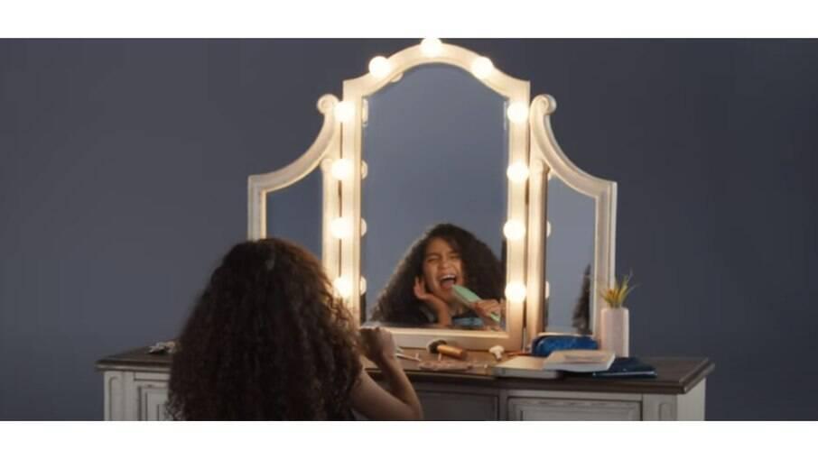 Monroe Carey, filha de Mariah Carey, em campanha publicitária