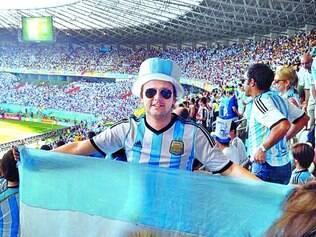 Criador da música que embala arquibancada argentina não quer ficar de fora de Argentina x Suíça