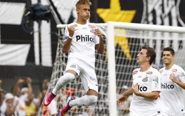 Neymar voa ao comemorar seu gol no clássico