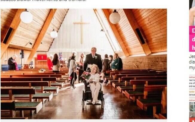 Após o pedido de casamento, o casal realizou uma cerimônia simples em uma igreja na Inglaterra