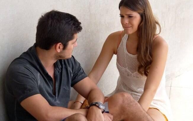 Luiza (Bruna Marquezine) e André (Bruno Gissoni) brigam e terminam o namoro