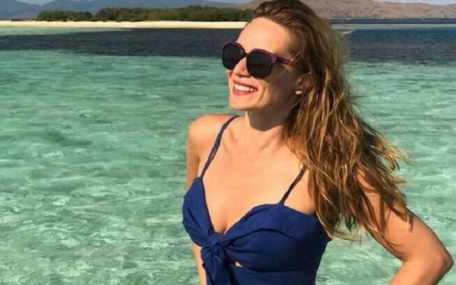 Mariana Ximenes posa sensual e ostenta corpão durante alguns dias de férias na Indonésia. Os fãs adoraram e fizeram inúmeros elogios a atriz
