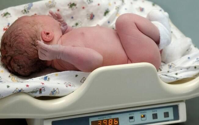 'Bebê estava gordinho, mas anêmico': crianças sofrem com alta de desnutrição e excesso de peso
