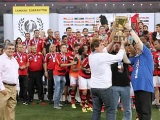 Jogadores do Flamengo comemoram conquista do estadual