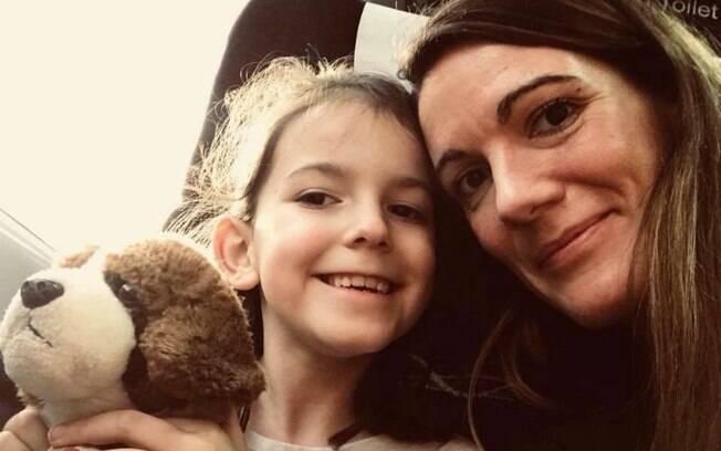 Clare O'Reilly não elogia aparência da filha, Annie, porque não quer que ela pense que isso é o que importa