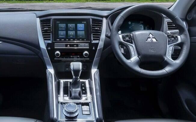 Ganha um pacote de equipamentos mais completo, com sistemas que auxiliam o condutor