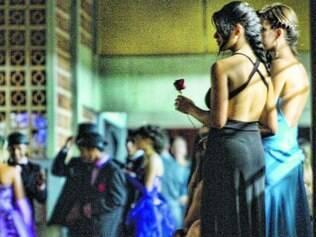 Estímulo. Estudantes de escola pública na capital recriam glamour do Romantismo em evento denominado Noite Romântica