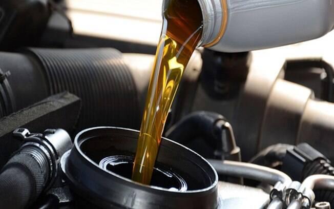 Saber o momento exato da troca de óleo não tem segredo. Basta seguir a indicação do manual e medir o nível no momento certo.