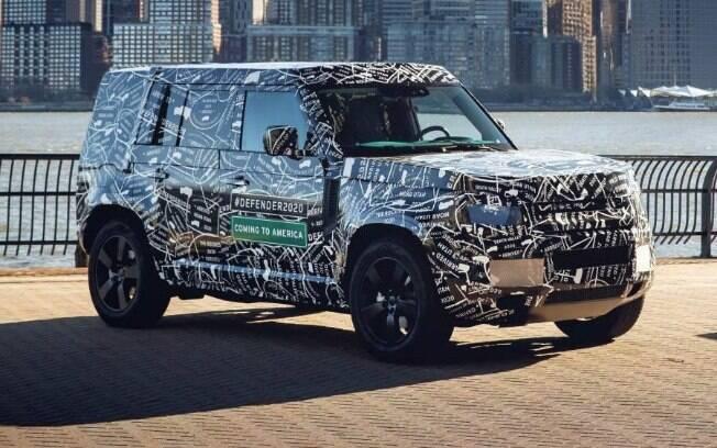 Land Rover Defender da nova geração terá linhas retas e detalhes retrôs, mas ficará mais eficiente que o atual
