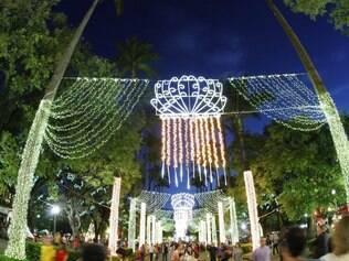 Preparada para o Natal, a praça da Liberdade encanta visitantes e belo-horizontinos