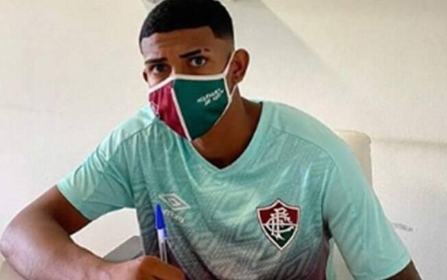 John Kennedy, destaque do sub-20, renova com Fluminense até 2024