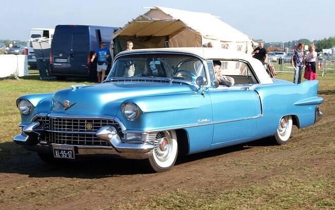 Cadillac Eldorado dos anos 50 é um dos ícones dos carros de luxo antigos, de tempos que não voltam mais