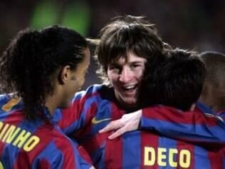 O craque argentino Messi continua no Barcelona, mas já está bem diferente de dez anos atrás