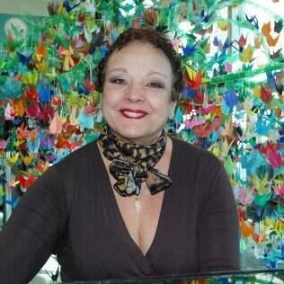 A pianista Inês Vasconcellos, já com seus cabelos crescendo, depois do tratamento quimioterápico