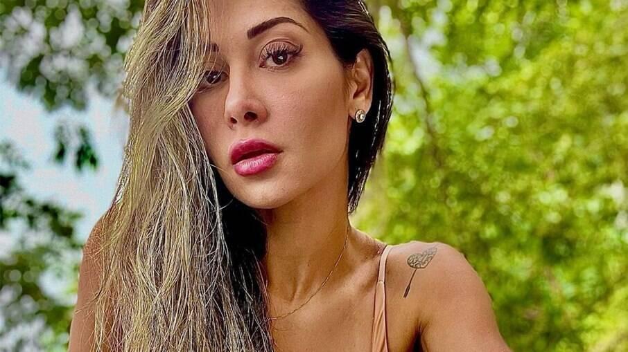Mayra Cardi diz que não consegue mais usar decote após a conversão