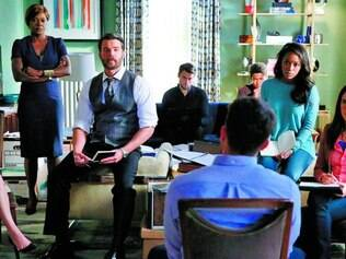 Casos. Série gira em torno de um assassinato e casos semanais resolvidos por Annalise e sua equipe