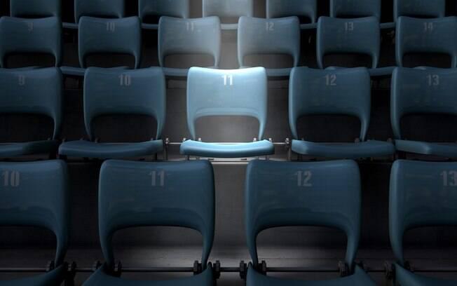 Numa viagem de avião, quem senta no meio deve ser levado em consideração pelos dois que estão na ponta da fileira