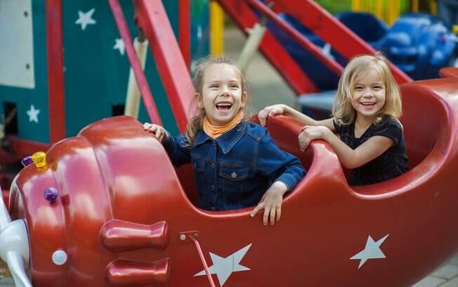Se sua cidade tem um parque de diversão, aproveite o local para o aniversário