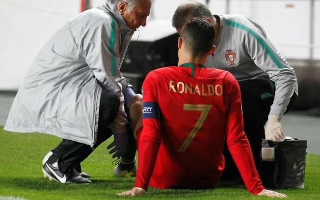 Cristiano Ronaldo se contundiu durante jogo da seleção portuguesa e pode ser desfalque importante para a Juventus na Champions