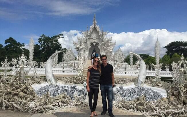 Gisella e Fernando em frente ao White Temple