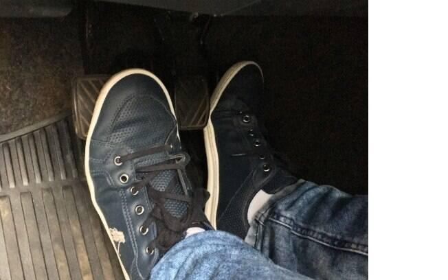 Descansar o pé na embreagem é uma das piores atitudes que alguém pode cometer ao conjunto