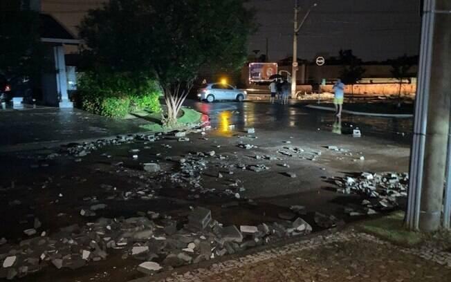 Chuva causa alagamentos e diversos transtornos em Paulnia